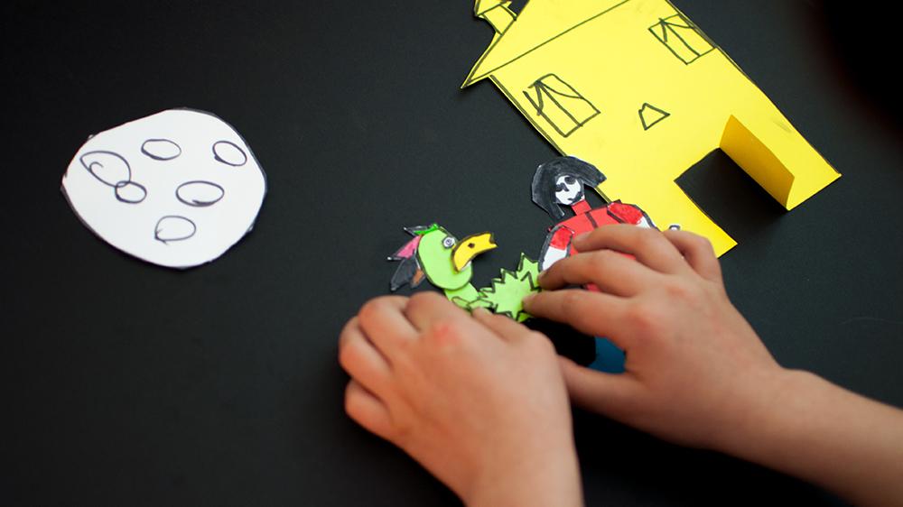 L'animation en papier découpés requiert beaucoup de patience !